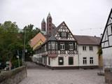 Altstadt Speyer: Blick auf das Gasthaus 'Zum Halbmond' und den Dom