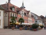 Maximilianstraße Speyer mit Zunftbaum